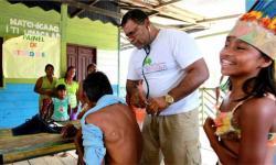 ITÁLIA RECEBE MÉDICOS CUBANOS COM APLAUSOS
