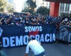 TORCEDORES VÃO ÀS RUAS EM DEFESA DA DEMOCRACIA
