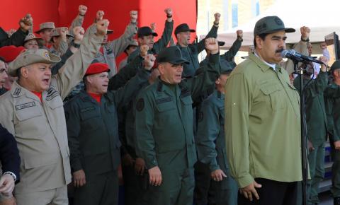 Nicolás Maduro desafia presidente da Colômbia e promete armar civis venezuelanos