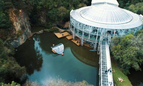 Semana do Natal da Ópera de Arame tem apresentações em palco flutuante