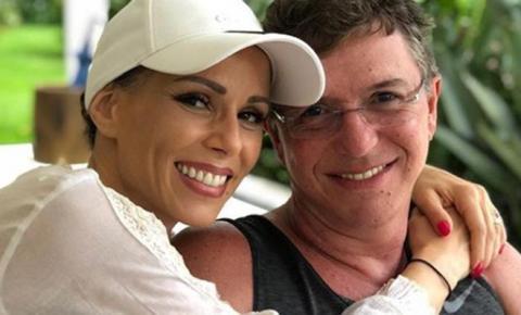 Ana Furtado encerra tratamento contra câncer e comemora com médico: 'Vitória'